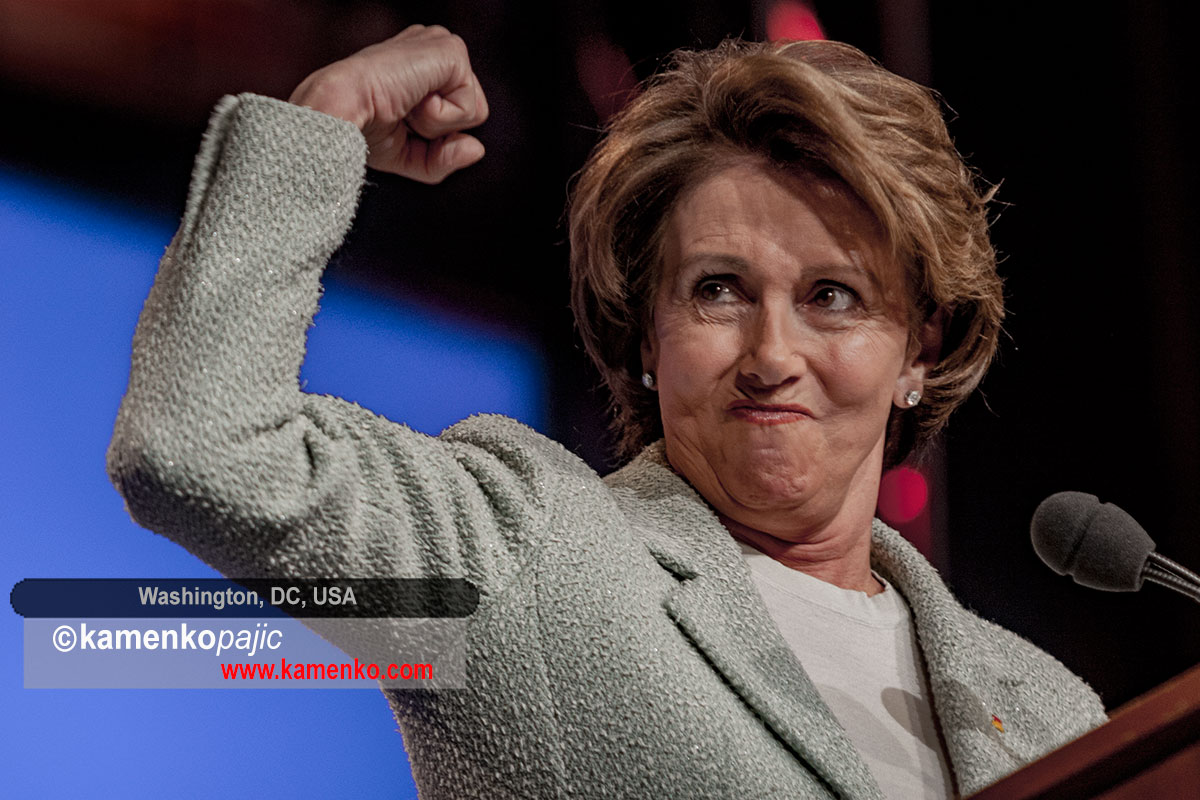 Nancy Pelosi gesture during speech