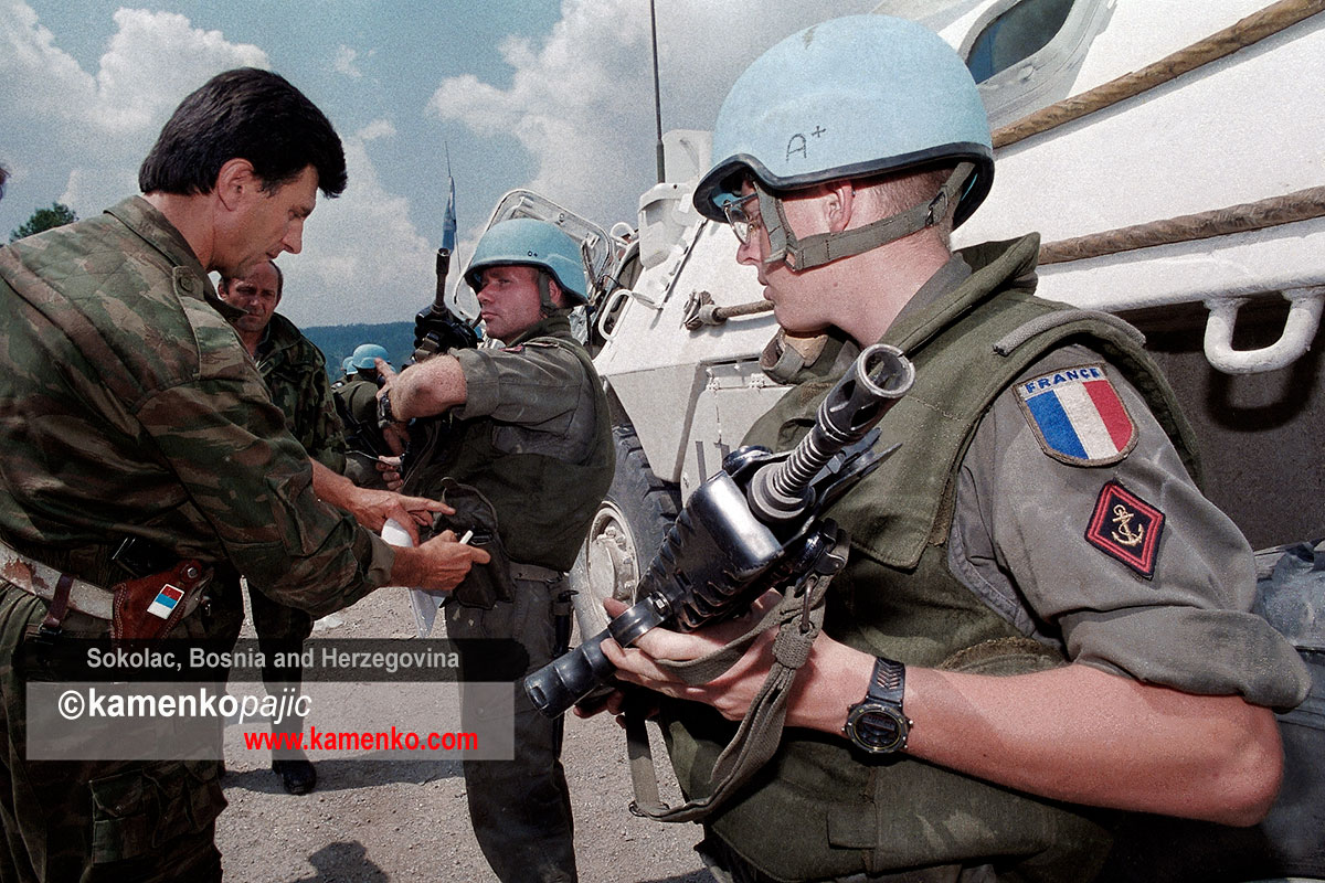 French UN peacekeepers submit to inspection